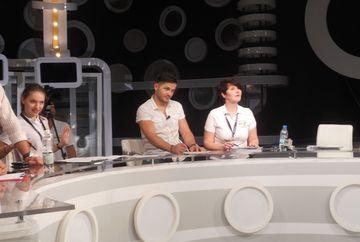 """ZECI de FETE frumoase s-au inghesuit SAMBATA la casting-ul pentru show-ul """"Autobuzul lui Varciu""""! FOTO"""