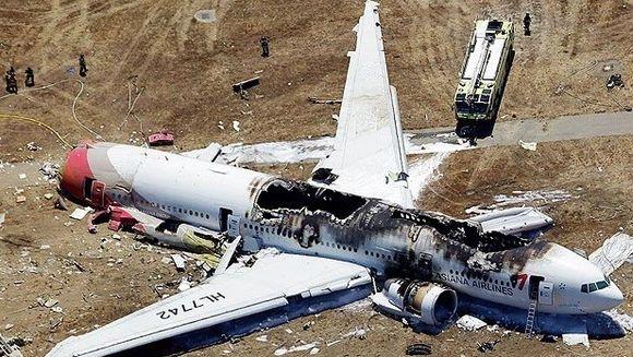 Un avion a luat foc dupa o ATERIZARE RATATA pe aeroportul din San Francisco: Doi morti si 182 de raniti VIDEO