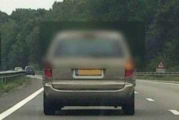 A INGHETAT cand a vazut ce se afla in masina din fata! Imaginea care IL VA URMARI toata viata FOTO