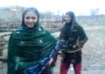 SOCANT! Doua tinere au fost UCISE pentru ca s-au filmat dansand in ploaie