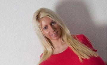 EA este femeia cu CEI MAI MARI SANI din Europa! IMAGINI INTERZISE celor care stau prost cu inima FOTO