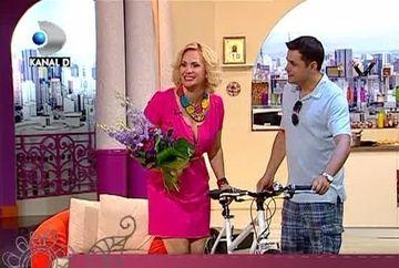 """Cove: """"La multi ani, Paula! Stim ca ti-ai dorit o masina, de aceea noi ti-am luat o bicicleta"""" - VIDEO"""