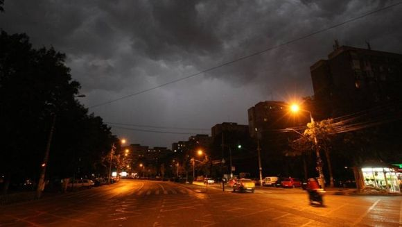 UPDATE! O noua AVERTIZARE METEO - COD GALBEN prelungit de ploi torentiale, grindina si vijelii