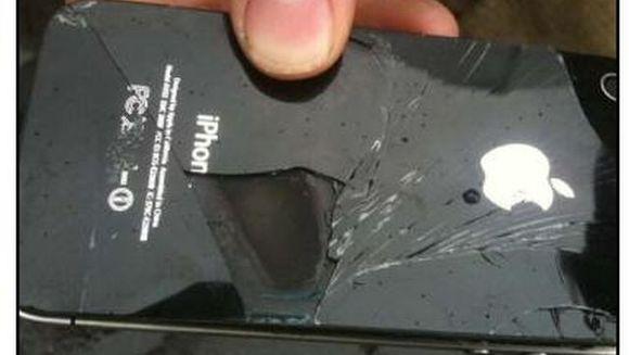 SOCANT: A vrut sa asculte muzica la iPhone, insa acesta i-a EXPLODAT in mana! Vezi cum arata degetele lui dupa incident FOTO