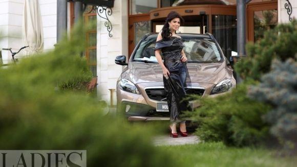 """Simona Patruleasa: """"Nu este usor sa-ti alegi o masina"""". Afla ce automobil conduce si ce a determinat-o sa faca aceasta alegere!"""