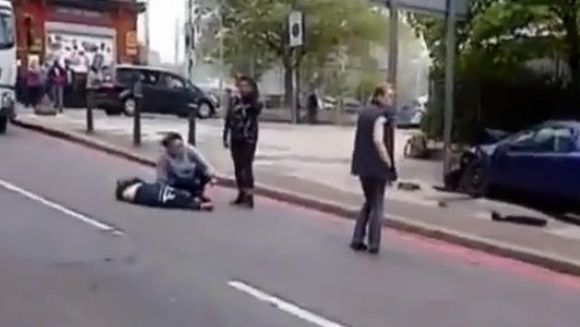 ATAC TERORIST la Londra! Un militar a fost decapitat VIDEO