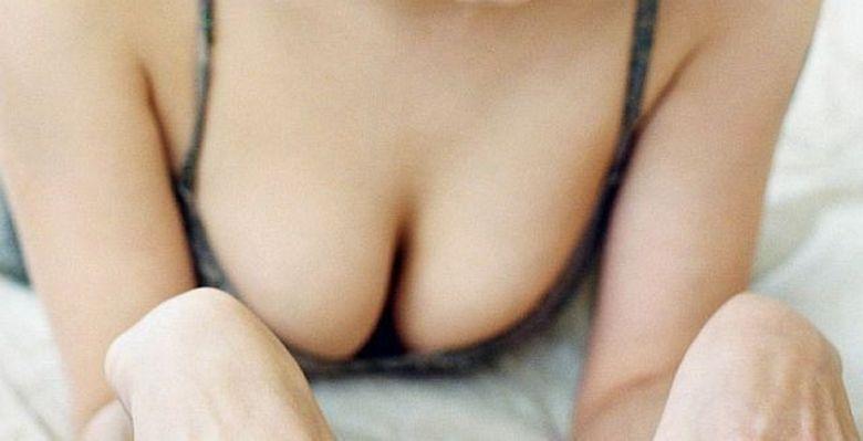 Fanii sunt in SOC! Una dintre cele mai SEXY femei din lume a decis sa isi taie SANII de teama cancerului. Vezi despre cine este vorba FOTO