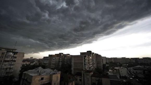 AVERTIZARE METEO: Cod galben de ploi si descarcari electrice