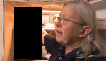INFIORATOR! S-au INGROZIT cand au descoperit ce ascundea in frigider. Avea peste 100 de pisici moarte si congelate FOTO+VIDEO