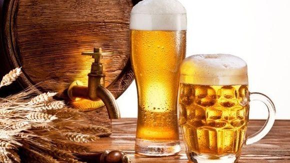 Un roman munceste 24,5 minute pentru a plati o bere! Afla care este media europeana
