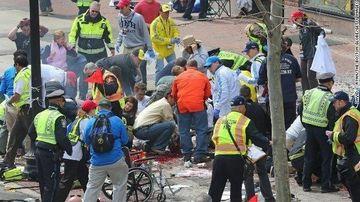 ATACURI TERORISTE in Boston! Mai multe explozii au avut loc in apropierea liniei de final a unui maraton. Bilantul partial este de 3 morti si 144 de raniti VIDEO