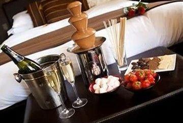 Un hotel dedicat ciocolatei a fost deschis in Marea Britanie. Ce dotari are si cum aratalocalul destinat iubitorilor de dulciuri VIDEO