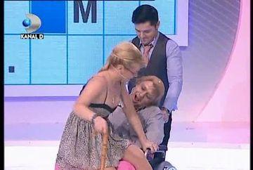 Momente FIERBINTI la Roata Norocului! O concurenta a dansat in poala unui mos VIDEO