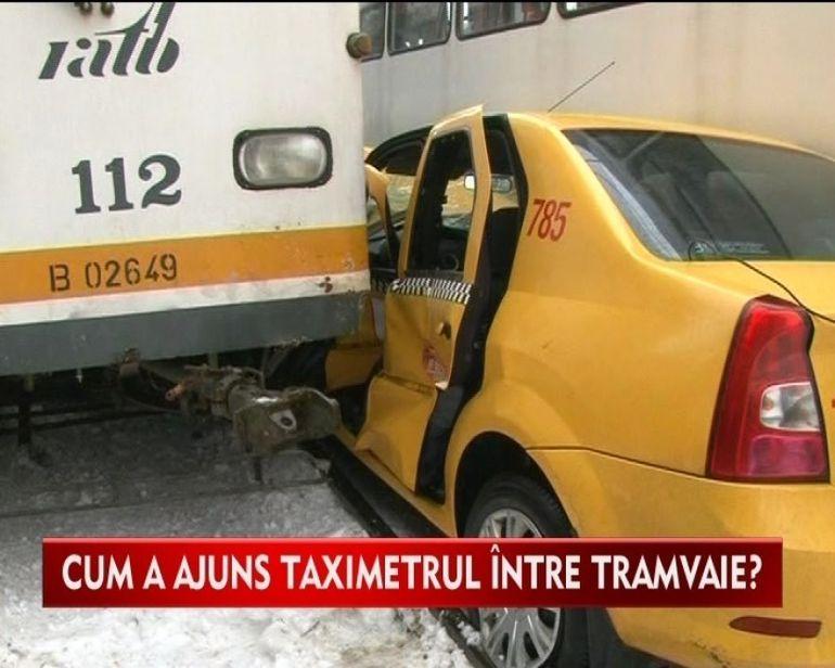 ACCIDENT GRAV in Bucuresti! Un taxi a fost prins intre doua tramvaie