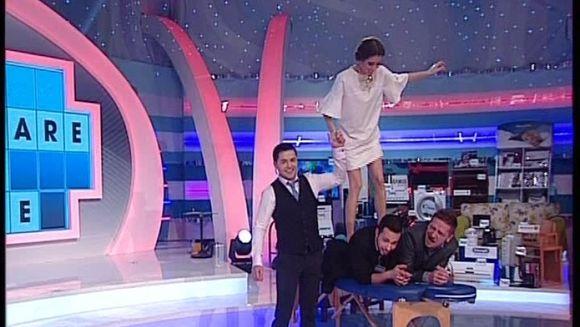 """Asistenta lui Varciu, Ana Maria, le-a facut masaj thailandez celor doi concurenti barbati de la """"Roata Norocului"""" VIDEO"""