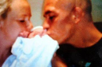 Traiesc o DRAMA CUMPLITA! Bebelusul lor A MURIT din cauza unui sarut. Vezi cum a fost posibil FOTO