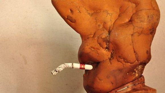 Pare IREAL, insa este cat se poate de adevarat! Un barbat a gasit o piatra CARE FUMEAZA FOTO
