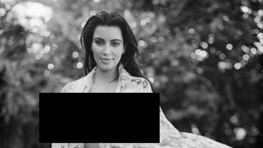 Kim Kardashian isi UIMESTE fanii! Desi e gravida, A POZAT in costum de baie. Crezi ca e SEXY? FOTO