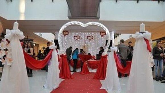 Vrei sa-i faci o SURPRIZA de Valentine's Day? Va puteti casatori pentru o zi. Afla ce trebuie sa faci