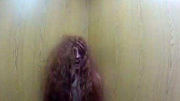Clipul care A SOCAT LUMEA! Farsa INFRICOSATOARE cu liftul groazei revine, insa finalul este TRAGIC. Nimeni nu se astepta la asa ceva VIDEO