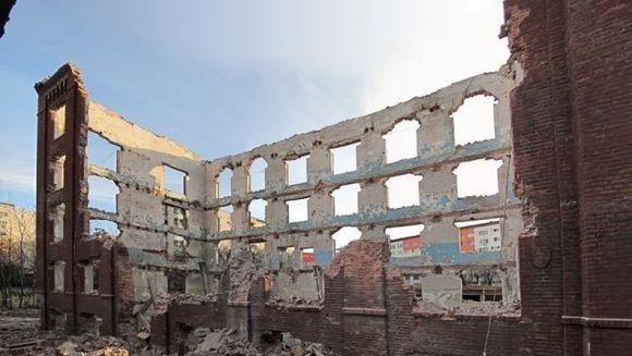 TRAGEDIE in Bucuresti! Un perete al Morii lui Assan S-A PRABUSIT. Pompierii cauta victime prinse sub zid