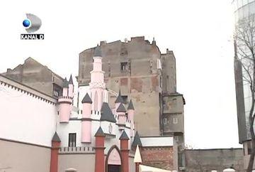 Romanul s-a nascut arhitect! Iata cum arata casa cu cruci, palatul de la Disneyland sau blocurile curcubeu VIDEO