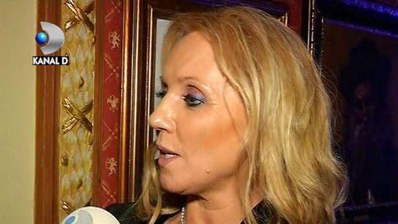 N-O SA-TI VINA SA CREZI unde isi tine Camelia Sucu HAINELE de BLANA! VIDEO