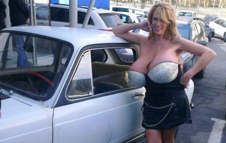 """Busty Heart"" distruge o masina cu sanii, in direct, la WOWBiz!"