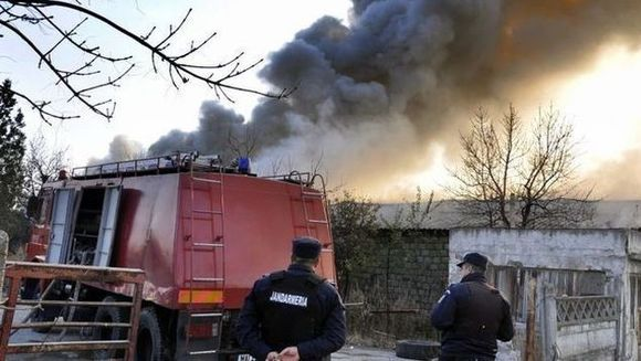 Un nou incident in zona Stefan cel Mare din Bucuresti. Un INCENDIU PUTERNIC a izbucnit la o casa
