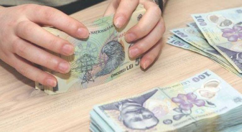 GEST NEASTEPTAT: Un tanar a gasit 30.000 de euro pe un bulevard din Bucuresti si a dat banii Politiei! Ai fi procedat la fel?
