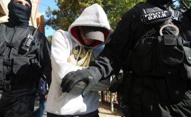 SOCANT: 6 tineri din judetul Giurgiu au violat o fetita de 14 ani dupa ce au legat-o si au batut-o cu bestialitate