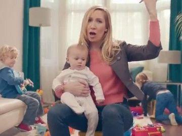 CLIPUL cu peste un milion de vizualizari pe saptamana! Parodie INEDITA despre viata unei mame VIDEO