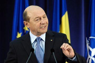 CABINETUL PONTA II, INVESTIT DE PARLAMENT. NOII MINISTRI AU DEPUS JURAMANTUL. Declaratiile lui Traian Basescu dupa ceremonie - FOTO