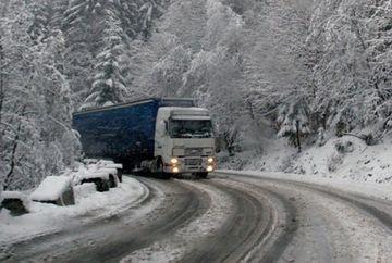 Circulatia se desfasoara cu dificultate pe sase drumuri nationale! Vezi care sunt zonele afectate