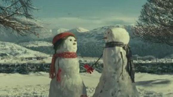 Cea mai EMOTIONANTA RECLAMA pentru Craciun: Povestea oamenilor de zapada indragostiti VIDEO