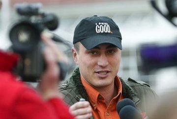 Cristian Cioaca a fost primit cu INCURAJARI la Politia Pitesti, locul in care lucreaza