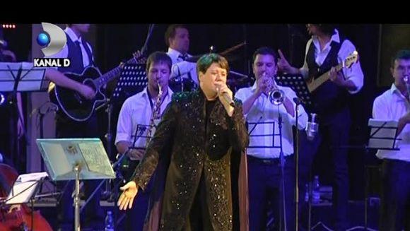 CINCI ore de extaz cu FUEGO! Ca un MESIA, artistul si-a facut aparitia la un concert intr-un mod INEDIT VIDEO