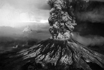 Fotograful care si-a pierdut viata in timpul unei eruptii! Iata ultimele IMAGINI cu vulcanul