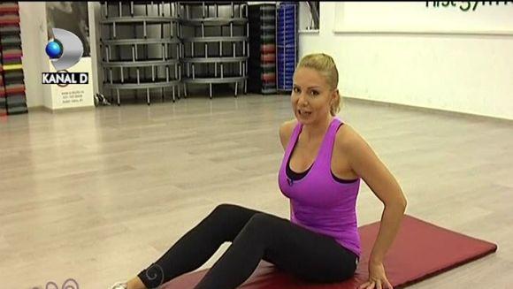 Vrei sa ai abdomenul plat? Cori Gramescu iti arata cele mai eficiente exercitii VIDEO