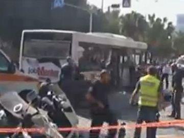 Un nou ATAC TERORIST la Tel Aviv soldat cu cel putin 10 morti! O BOMBA a explodat intr-un autobuz