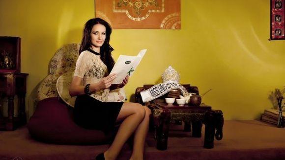 Delia Duca , Miss Universe Romania 2012, sustine copiii din centrele de plasament