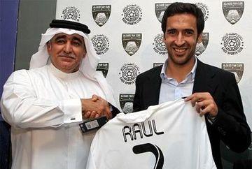 Un cadou inedit pentru un mare fotbalist. Afla ce i-au daruit seicii arabi lui Raul