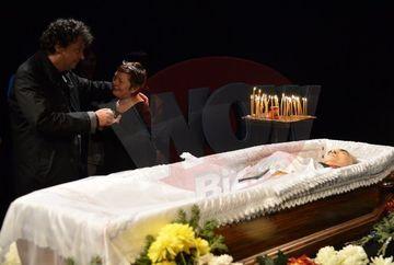 Anca Pandrea si Ducu Darie nu au mancat NIMIC de la moartea lui Iurie Darie! Vezi cum se sprijna reciproc!