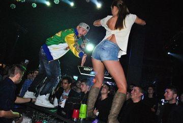 Atmosfera incendiara la ultimul concert al lui Puya! Vezi ce i-a facut unei fane, pana cand admiratoarea a ajuns in extaz!!!
