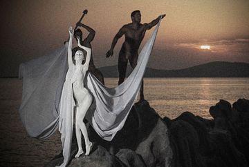 Concurentele de la Next Top Model, puse in fata unei noi incercari dificile! Uite cum arata fetele ca statui grecesti!