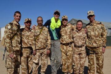 Roxana Ciuhulescu, momente inedite in Afganistan! Prezentatoarea a facut senzatie printre soldati - FOTO