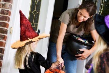 INCREDIBIL! Mai multi copii au primit pliculete cu COCAINA in loc de bomboane de Halloween
