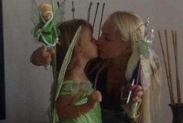 Andreea Spataru si-a deghizat fetita de Halloween! Afla cum s-a costumat micuta