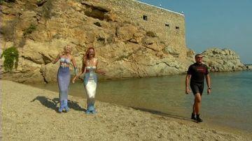 Fetele de le Next Top Model s-au transformat în sirene! Botezatu le-a fortat sa topaie de colo-colo!