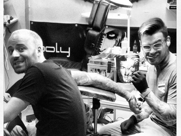 Matteo si-a facut un nou tatuaj! Uite ce si-a desenat pe mana - Iti place?
